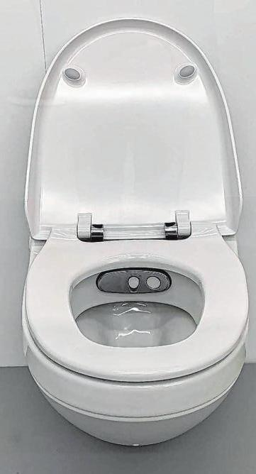 2020: Heute sind Toiletten ausgestattet mit modernster Technik – dazu gehört auch ein ausfahrbarer Wasserstrahl, mit dem Anal- und Intimbereich gereinigt werden können.