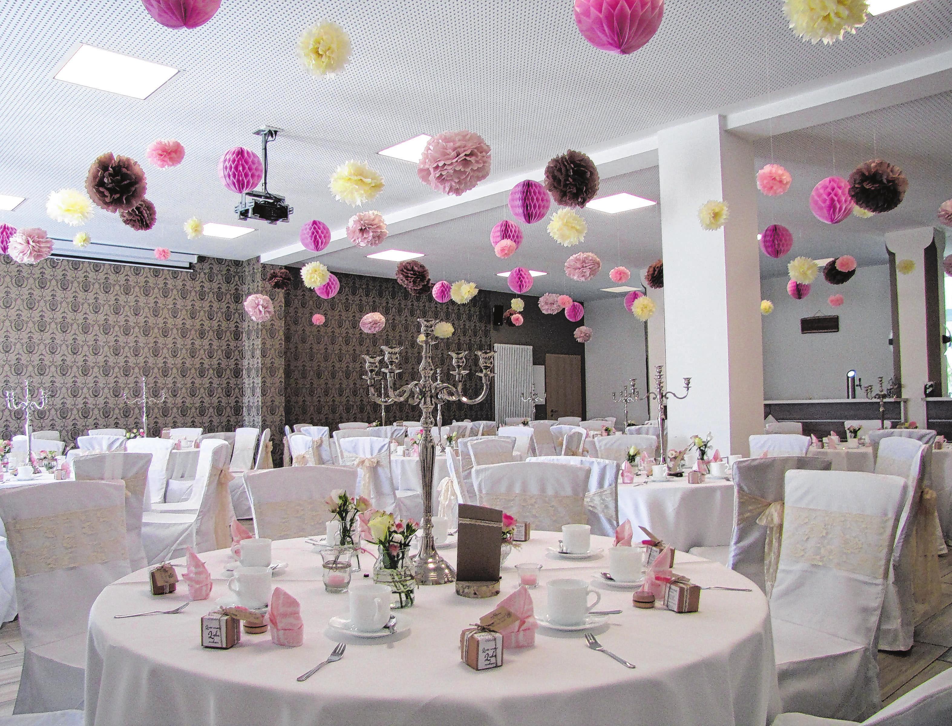 Liebevoll dekoriert: Der Festsaal lädt zu Feierlichkeiten aller Art ein. Foto: privat