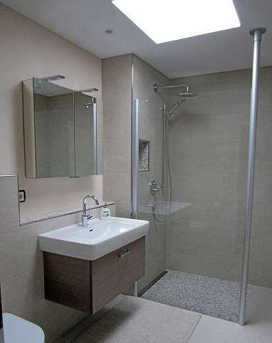 Die Profis von Körting realisieren je nach Kundenwunsch moderne Bad-Lösungen in Funktion und Gestaltung. FOTO: HFR