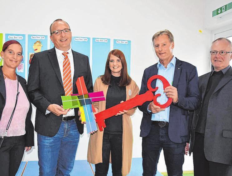 Fachbereichsleiterin Anne Büdenbender, Vorsitzender Matthias Vitt, Leiterin Sarah Wagener, Architekt Axel Stracke und Pfarrer Werner Wegener (v.l.) bei der Eröffnung