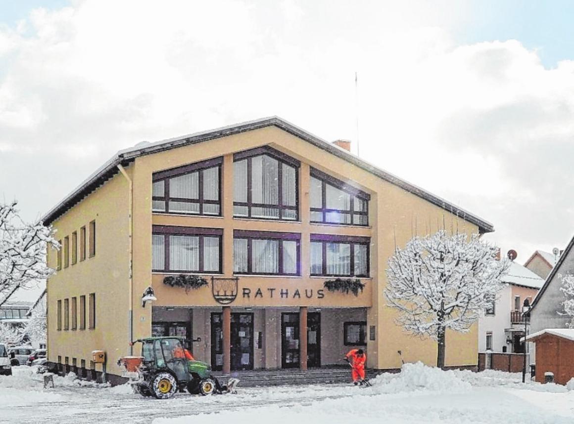 Sozusagen Schnee von gestern: An das alte Rathaus von Oberelsbach erinnern nur noch Fotos.