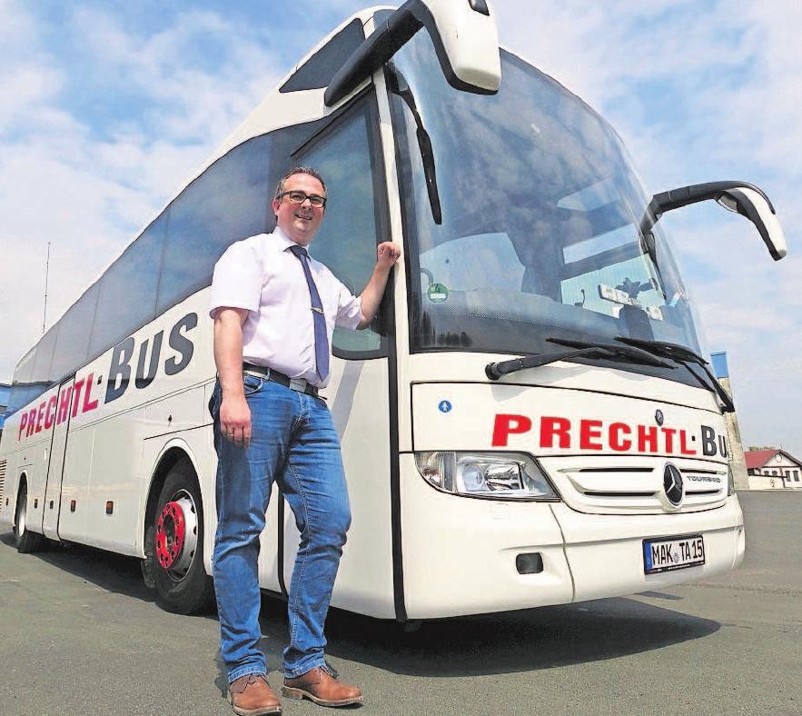 """""""Über 50 bequeme Sitzplätze verfügt unser Bus"""", erklärt Andreas Prechtl. """"Die Klimaanlage mit individuell regelbarer Einzelplatzbelüftung garantiert zusätzlich ein angenehmes Reisen."""" Foto: PrechtlBus"""