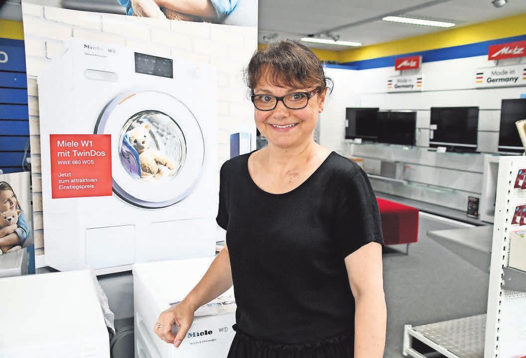 Marion Kiel präsentiert die Miele W 1 TwinDos.