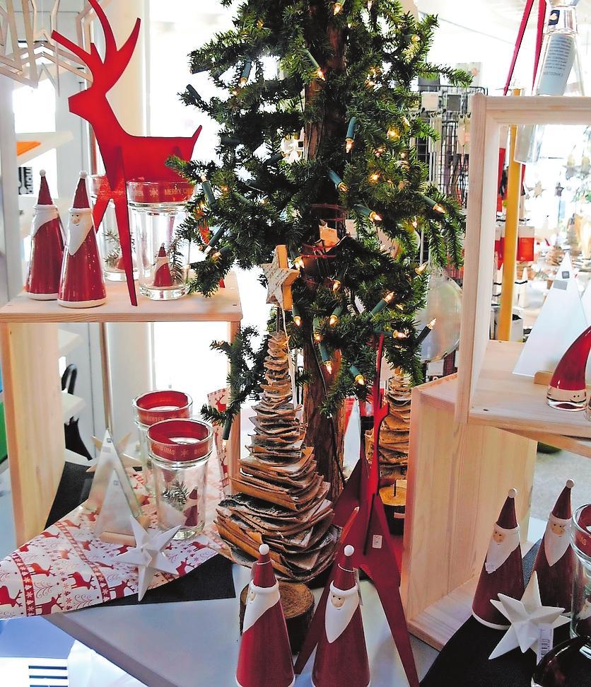 Mit Dekoration stimmt das Möbelhaus Müller beim Adventsflüstern auf die Weihnachtszeit ein.FOTO: MÖBUS