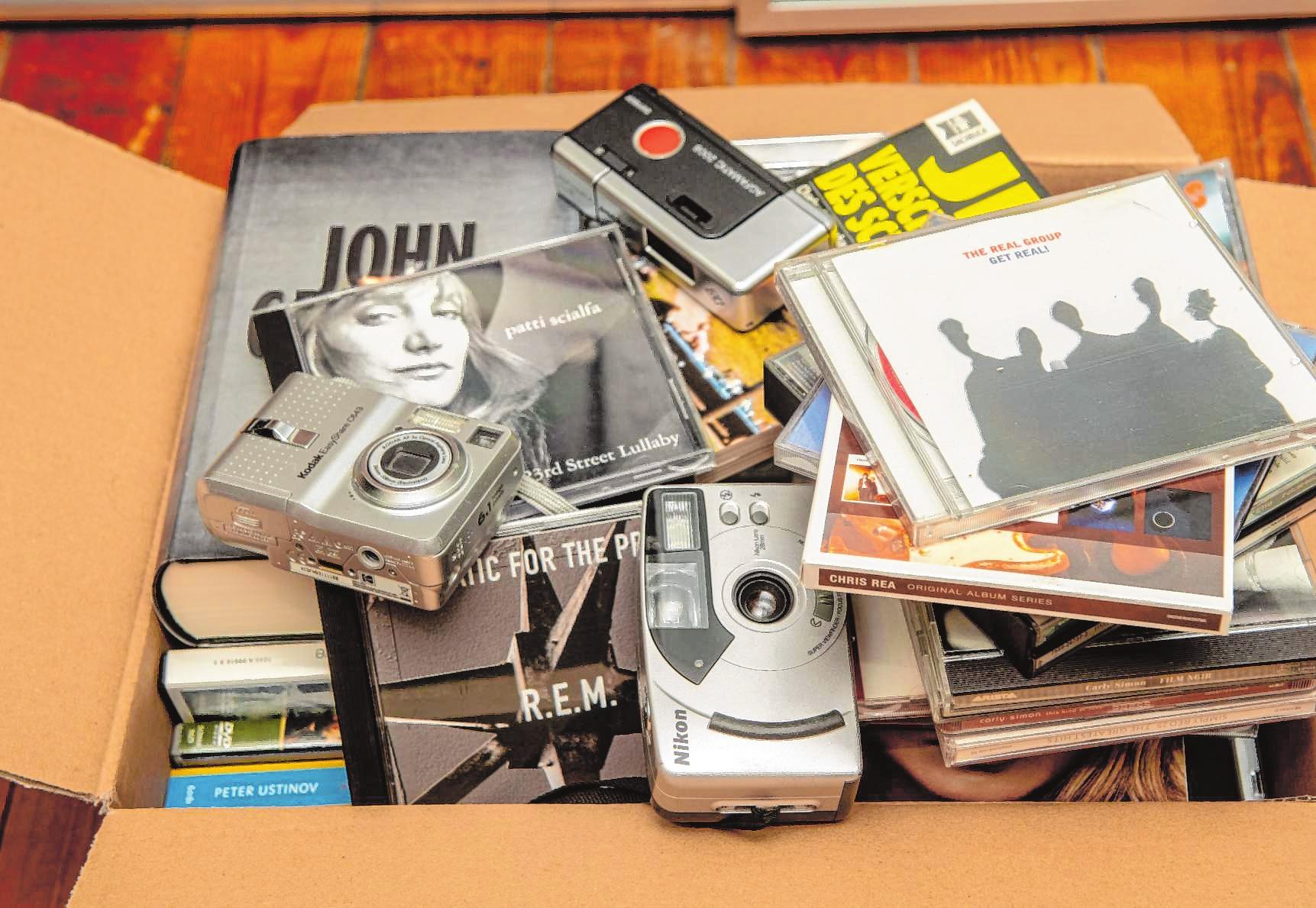 Alte CDs, Kompaktkameras oder Zeitschriften – alles muss raus im Hause Neu.| Bild: Thomas Neu