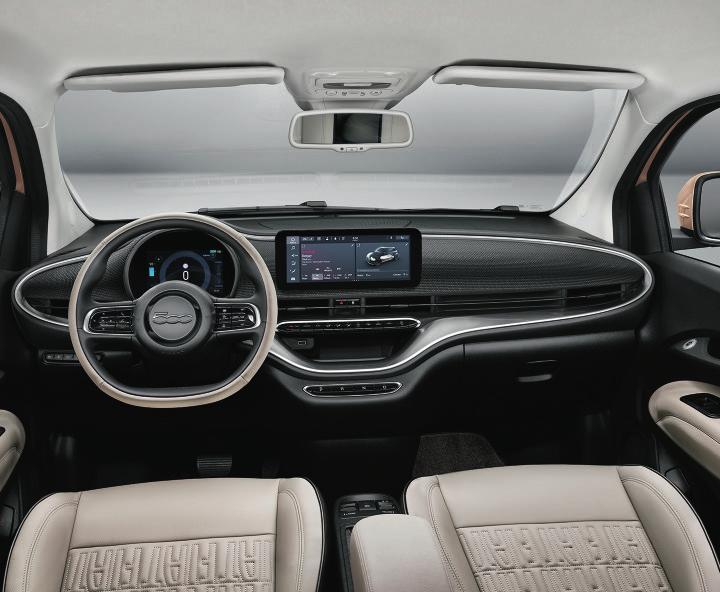 Stilsicheres Cockpit im Fiat 500 mit voller Vernetzung. Fotos: Fiat