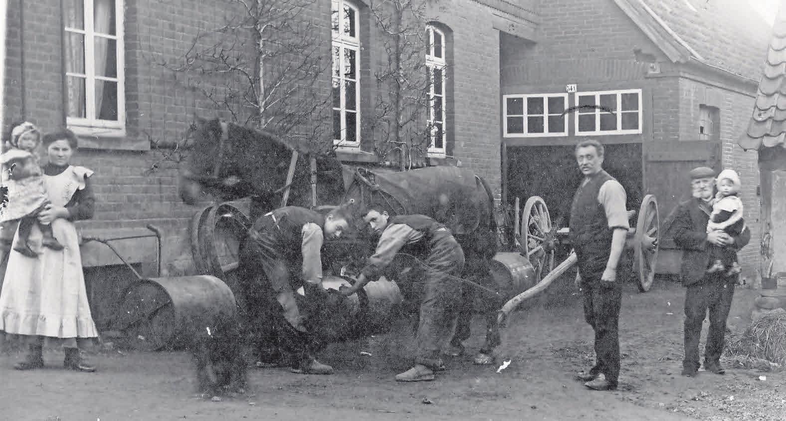 Schon Anfang des vergangenen Jahrhunderts gab es eine Schmiede an der Stelle, an der jetzt die Goldschmiede Wegner ihren Sitz hat. Das Archivfoto stammt aus der Zeit um 1920.
