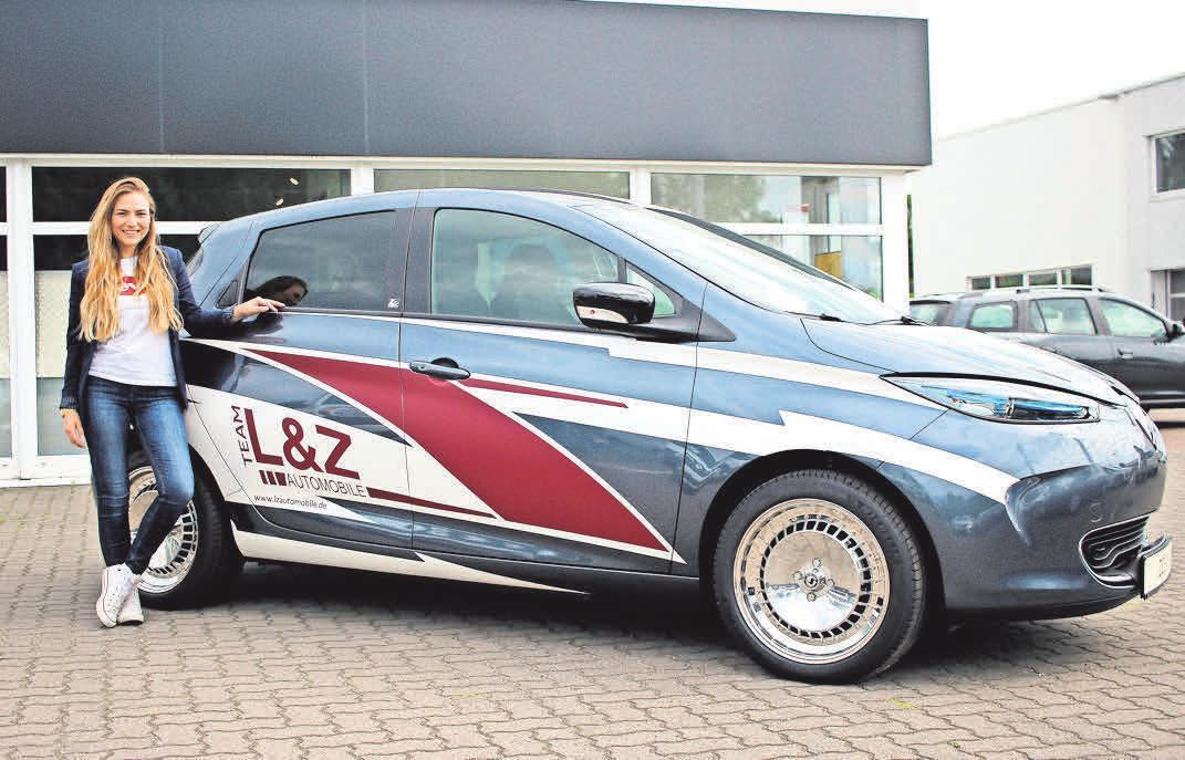 Fabienne Bartling vom Autohaus Lüdemann & Zankel mit dem Renault Zoe. Fotos: Philipp Aissen