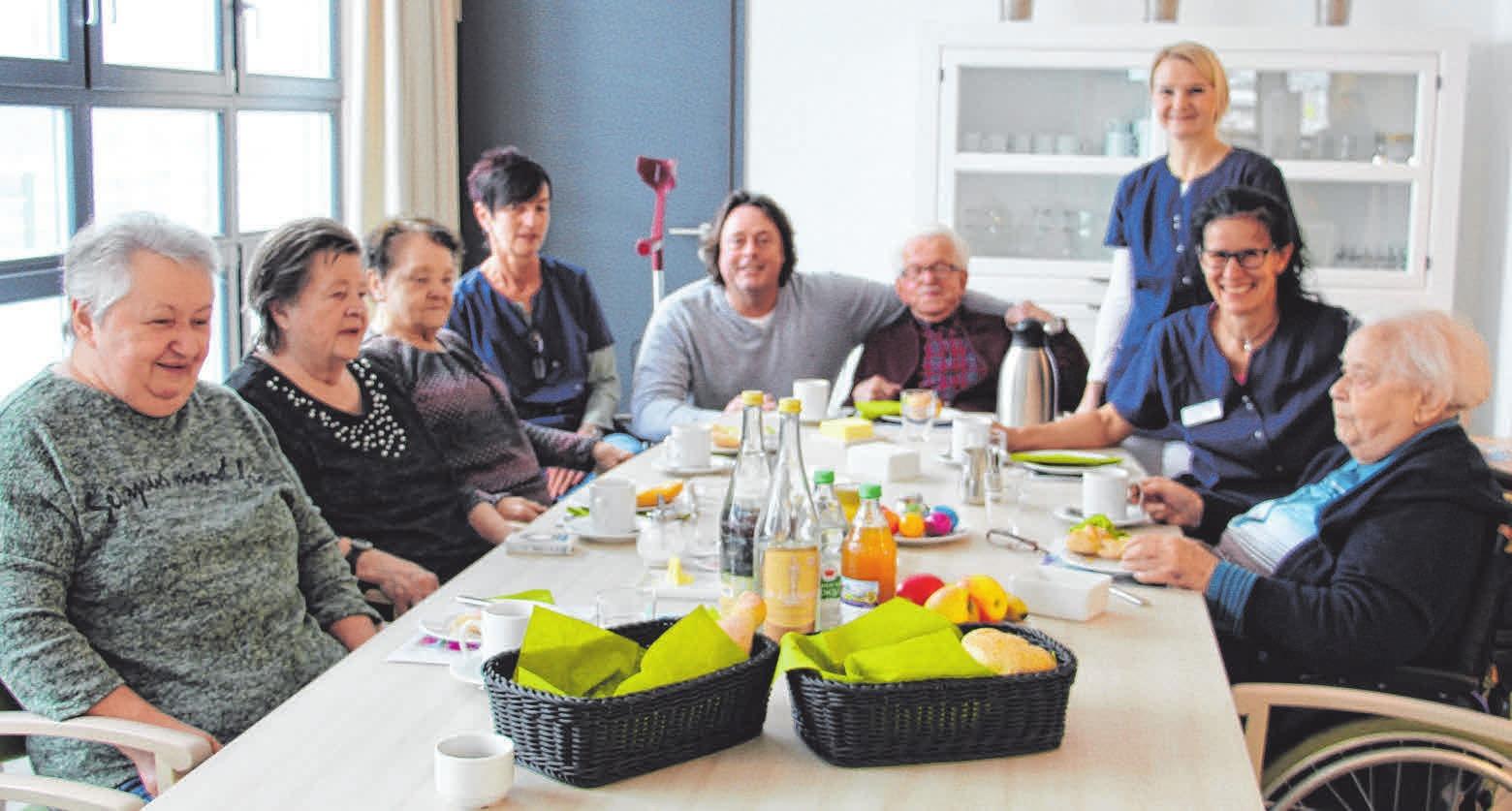 In Gesellschaft schmeckt es einfach besser. Daher beginnt der Tag mit einem leckeren, gemeinsamen Frühstück. FOTO: SCHMIDL