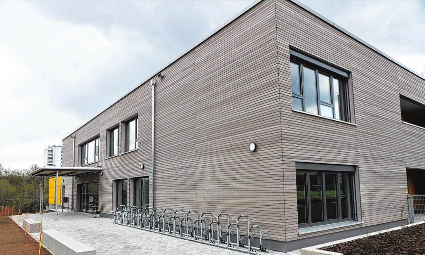 Alle drei Neubauten, hier der in der Sondelfinger Schleestraße, wurden mit einer Fassade aus Weißtanne versehen.