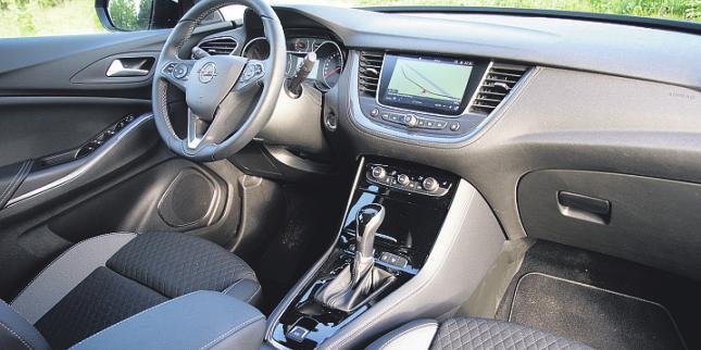 Aufgeräumt und bedienungsfreundlich präsentiert sich das Cockpit des Grandland X.