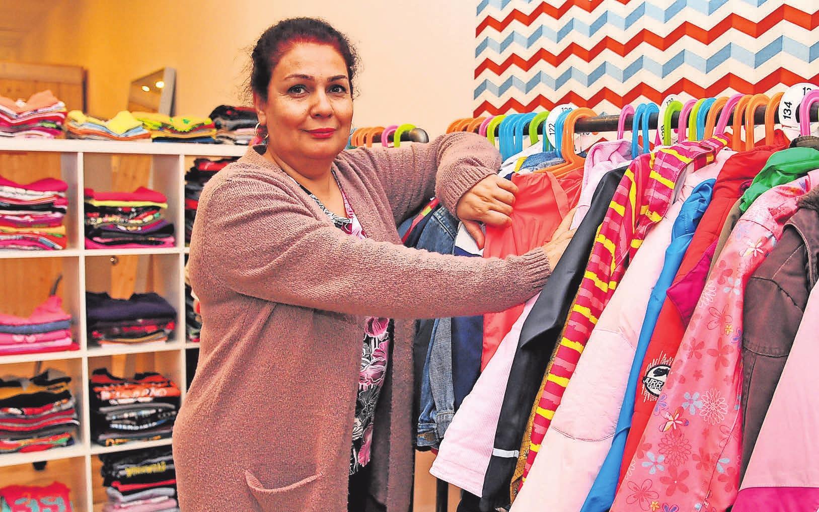 Zahra Razavion ist eine von 20 Mitarbeitern im Leine Laden.