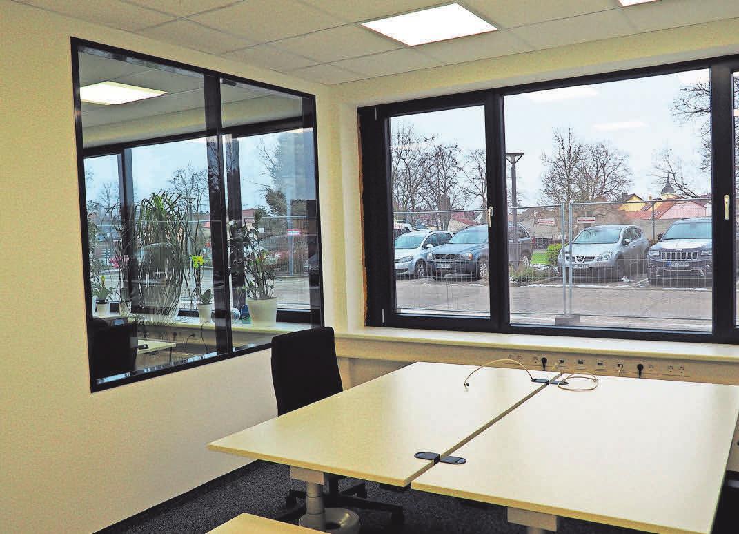 Zwischen den einzelnen Büros wurden große Sichtfenster eingerichtet – für den Blickkontakt.