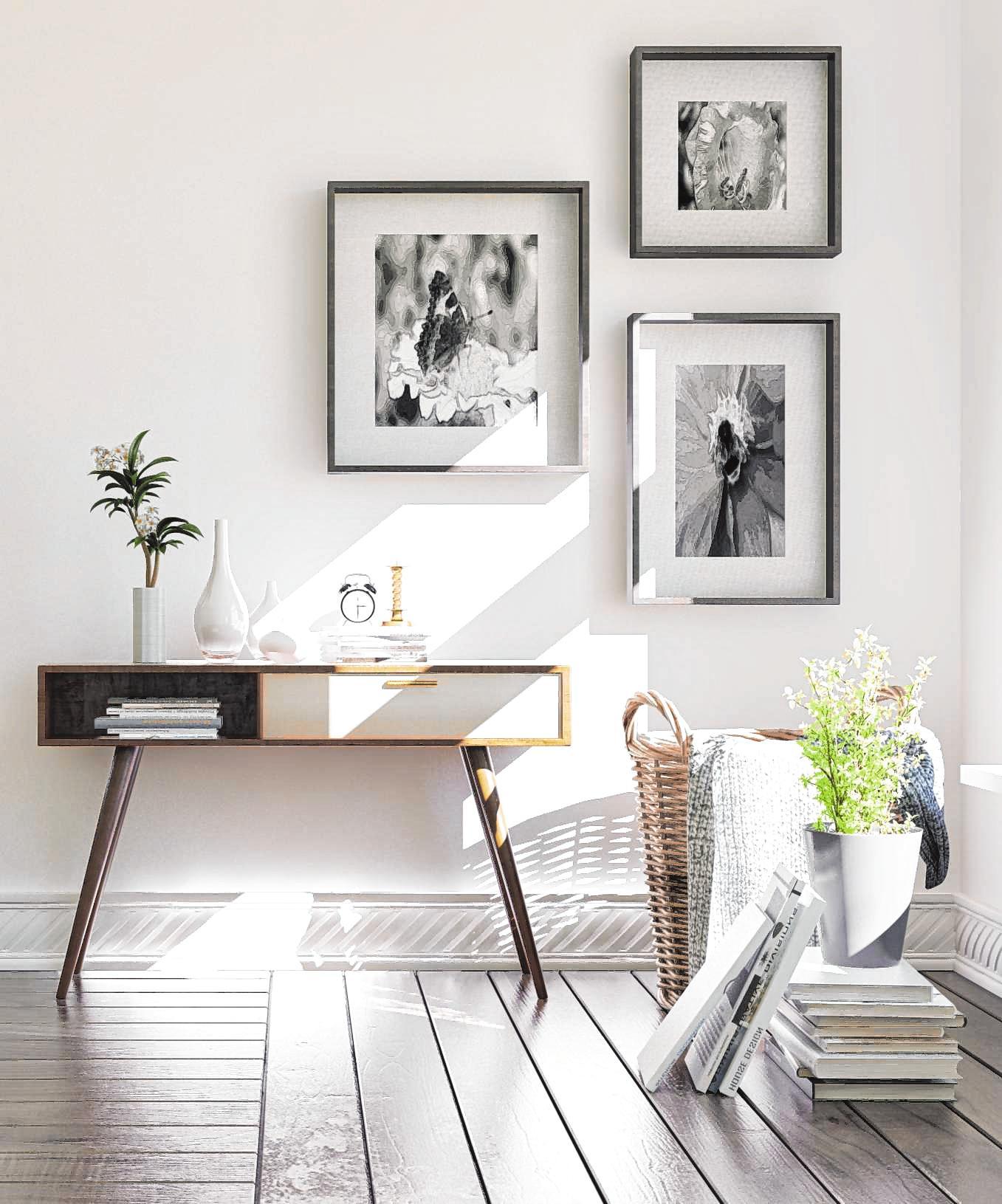 Mehrere Bilder können auf verschiedene Weisen arrangiert werden. Die richtige Höhe für die Bildrahmen hängt davon ab, von wo aus die Werke betrachtet werden sollen.