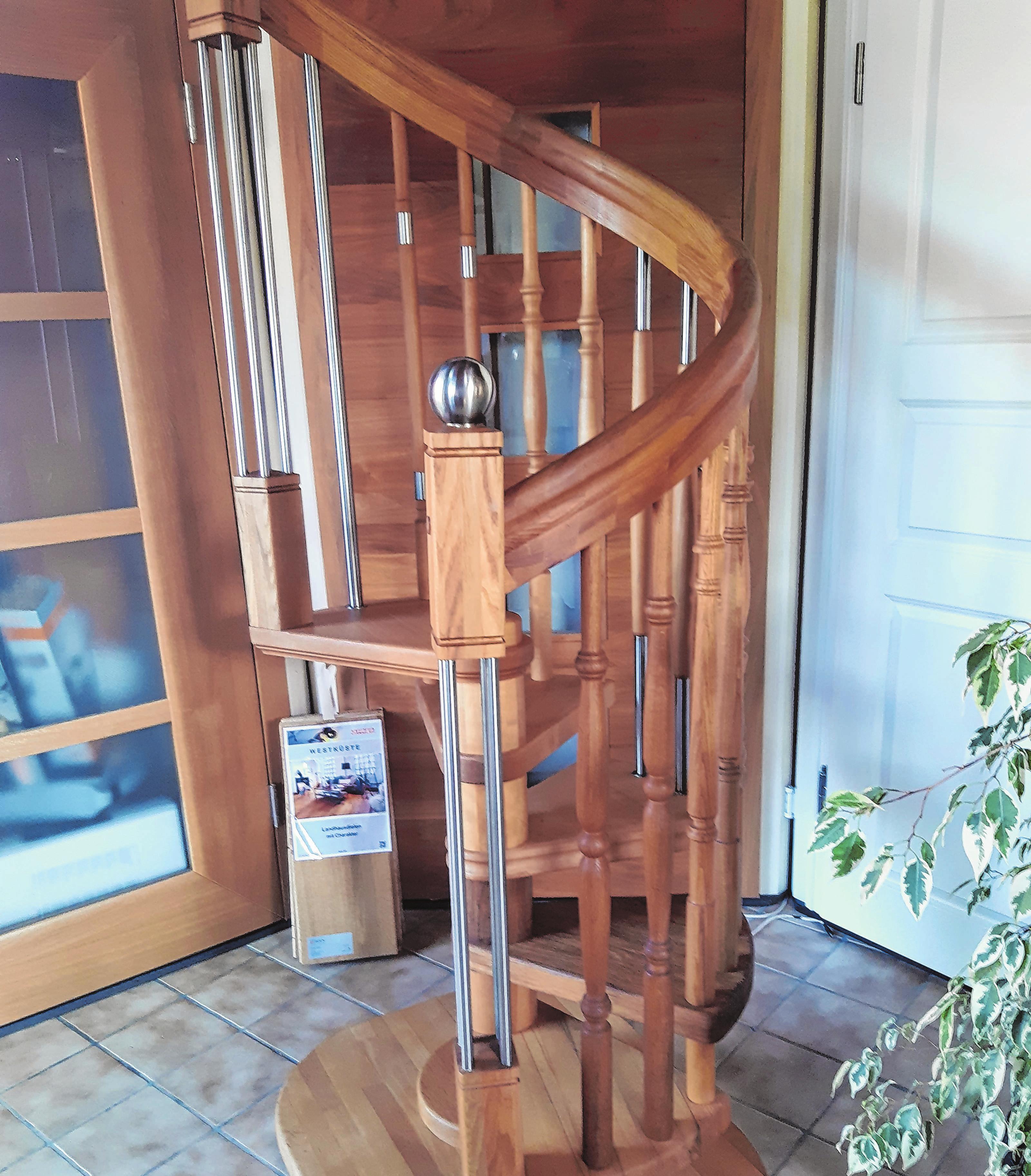 Im Ausstellungsraum zu bewundern: eine von der Friedersdorfer Firma gefertigt Bogentreppe