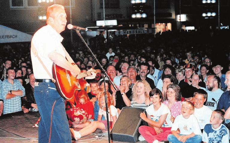 1998 sang Mike Krüger das Lied vom Nippel.FOTO: STEINMETZ
