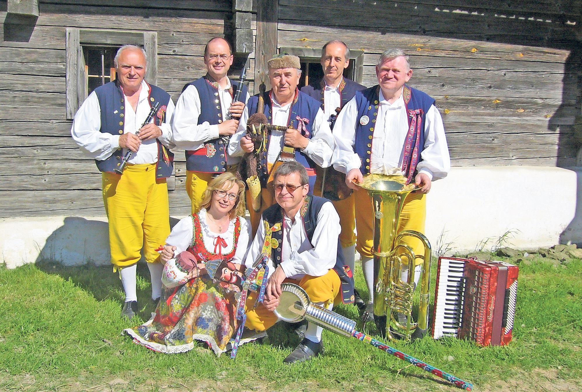 Die Folkloregruppe Chodovanka aus Taus (Domažlice) in der Tschechischen Republik gilt als eine der besten Vertreter dieser seltenen Volksmusikrichtung. Fotos: privat