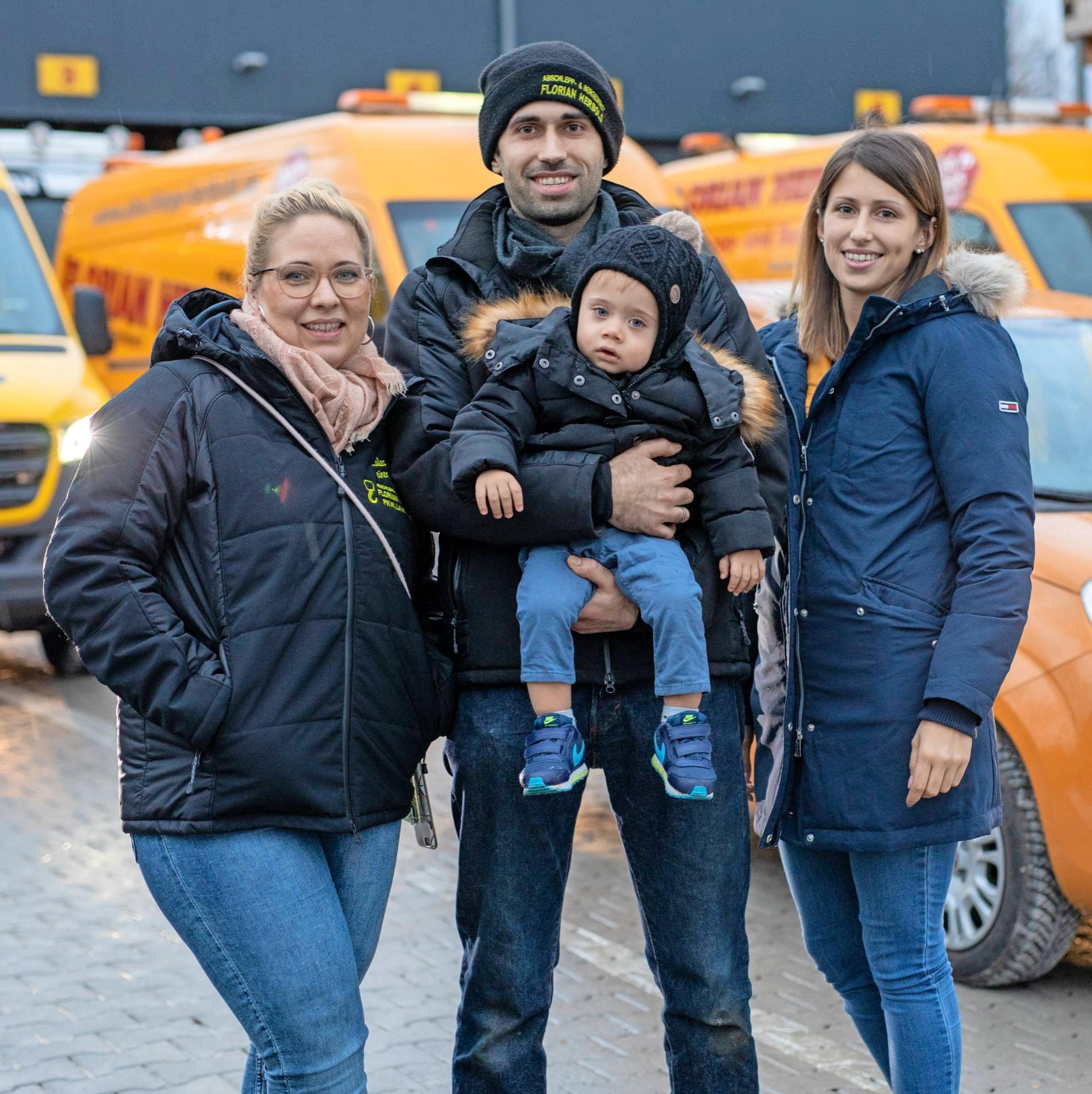 Geschäftsführer Florian Herbold mit Florian Herbold junior, Ehefrau Tanja (links) und seiner Schwester Franziska Herbold.