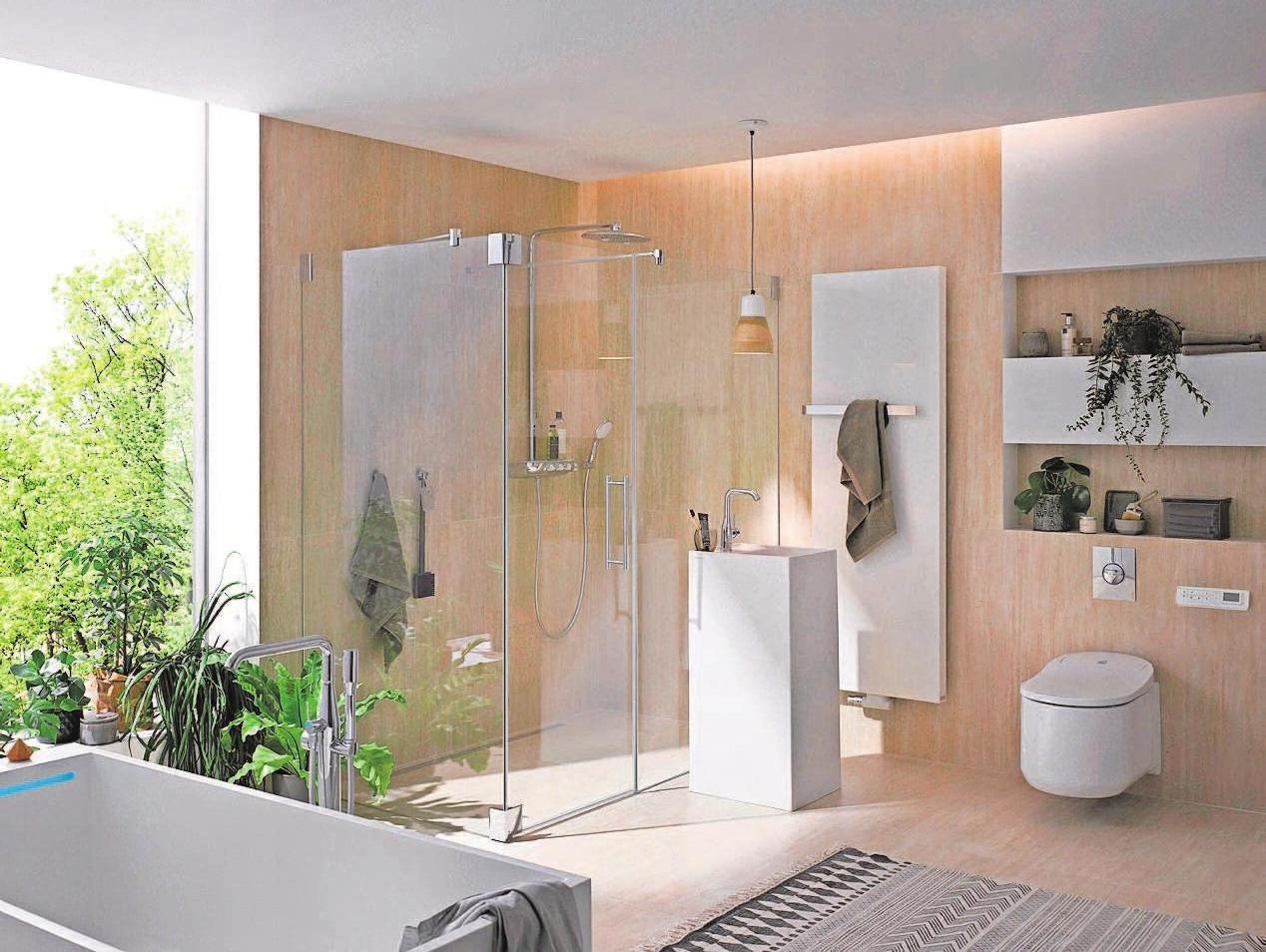 Großes Duschvergnügen auch in kleinen Bädern: Der Aufputz-Thermostat bietet gleichzeitig eine Ablagefläche. Fotos: akz/hagro/kermi