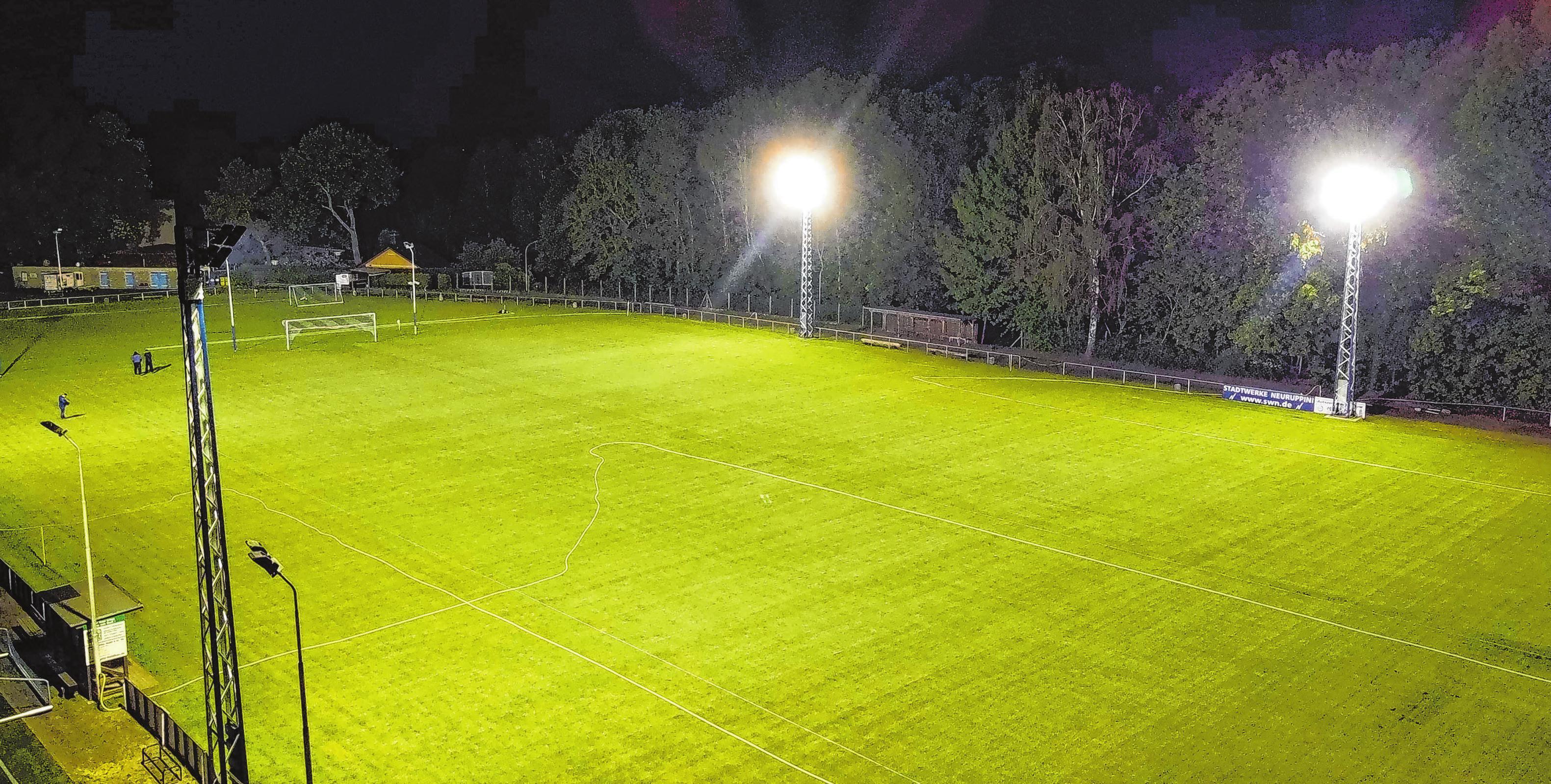 Das Flutlicht auf dem Hauptplatz des Sportplatzes in Gildenhall ist die neueste Errungenschaft des SV Union. Ein klassisches Beispiel für den schrittweisen Fortschritt, je nach bestehenden Möglichkeiten. Foto: Steven Kranz