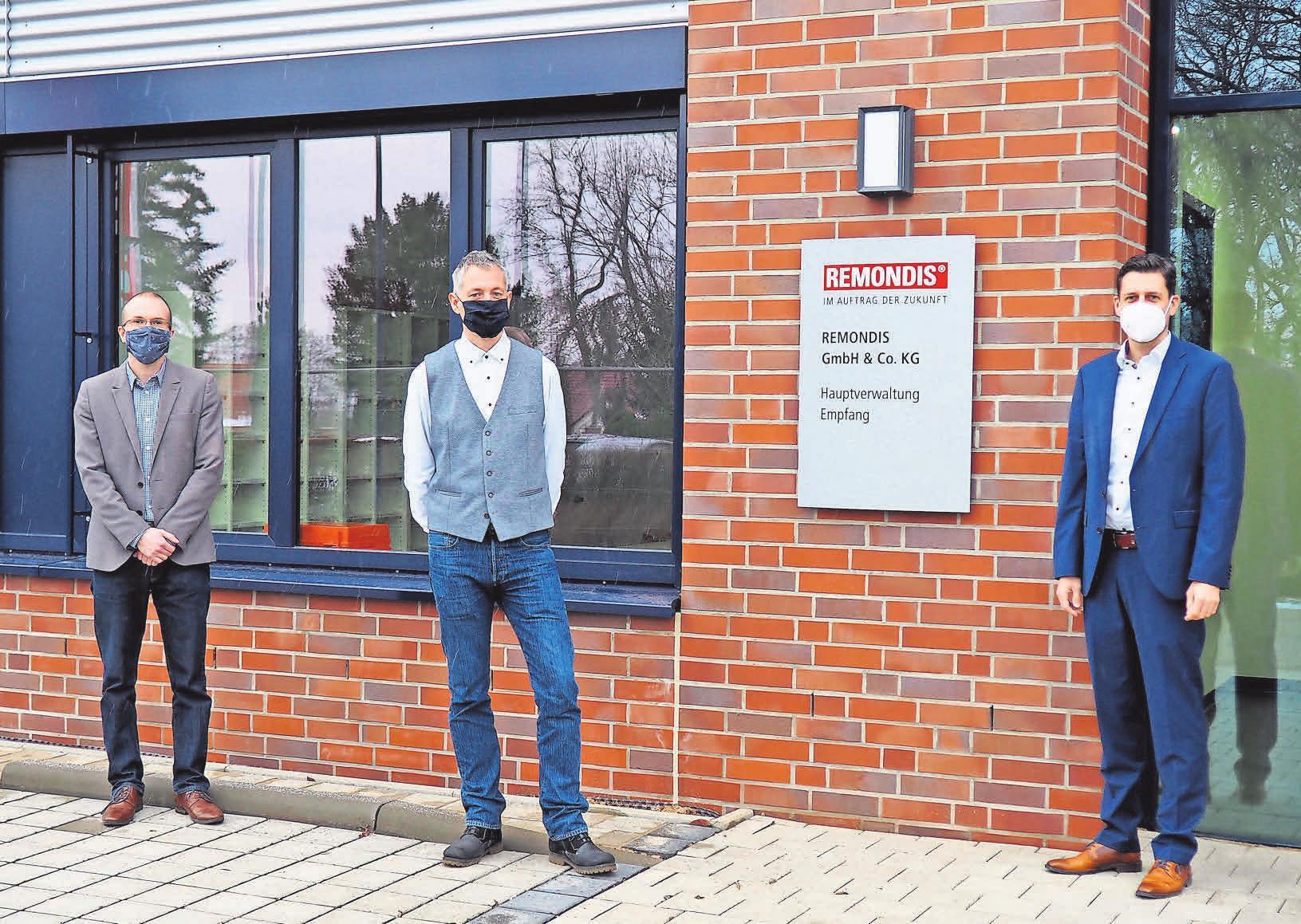 Guido Suppra, Stefan Blagnies und Christian Umbach von Remondis Ost haben die Planung und Ausführung des Neubaus vor Ort begleitet.
