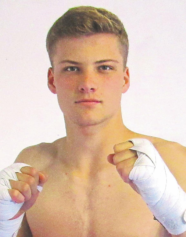 Simon Schumann, Thaiboxen: 1. Platz Deutsche Meisterschaft, 2. Platz German Open, 1. Platz Profi-Europameisterschaft, 2. Platz Weltmeisterschaft