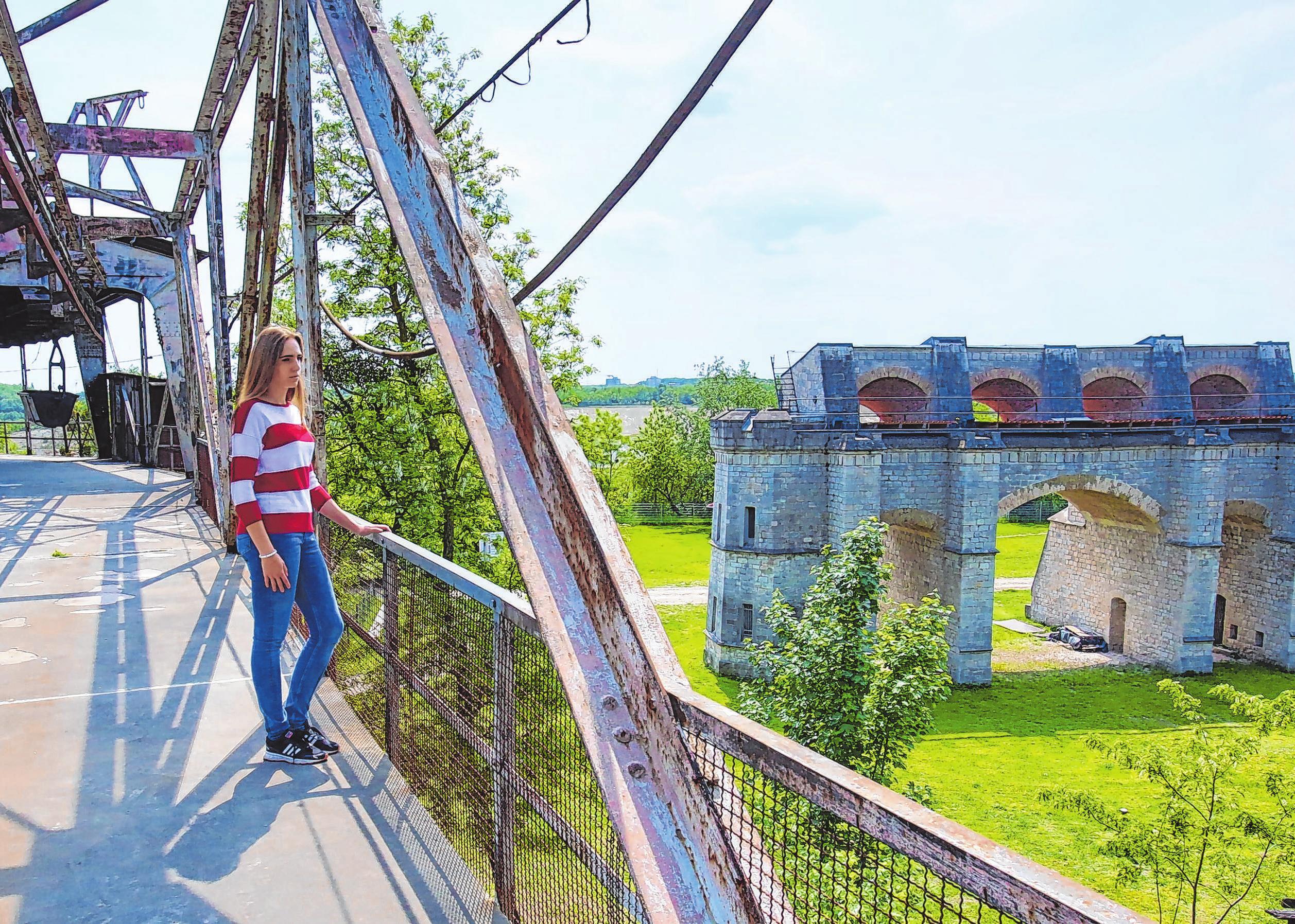 Den Frühling kann man auch wieder im Museumspark Rüdersdorf genießen. Hier ein Blick von der Seilbahnumlenkstation auf den Seilscheibenpfeiler. Foto: Gerd Markert/Archiv