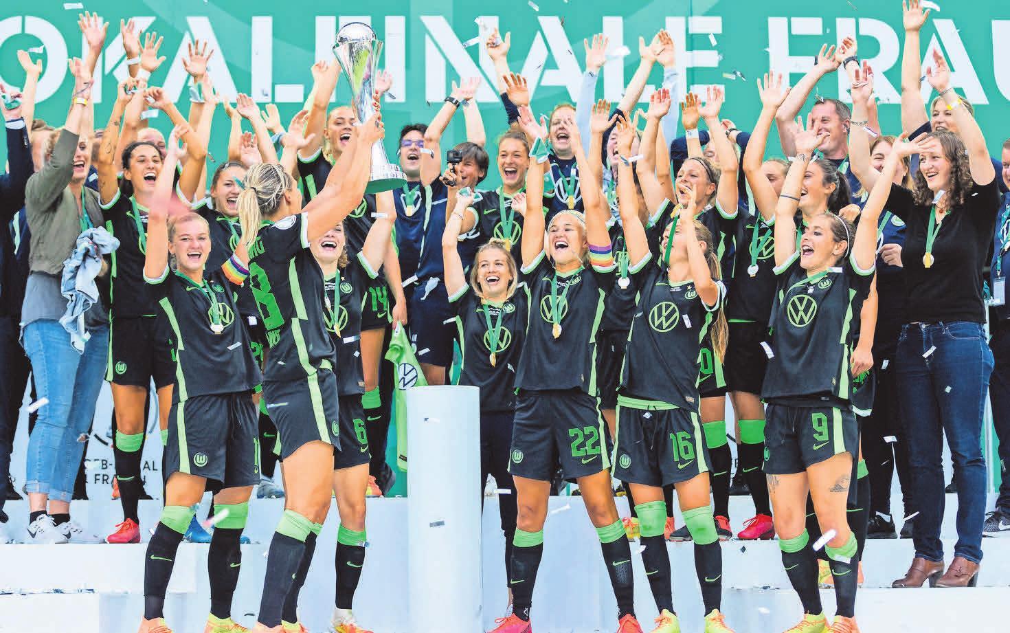 Am Ende durfte sie dann aber doch mit den Teamkolleginnen ihren neunten Triumph in diesem Wettbewerb feiern. Fotos: dpa