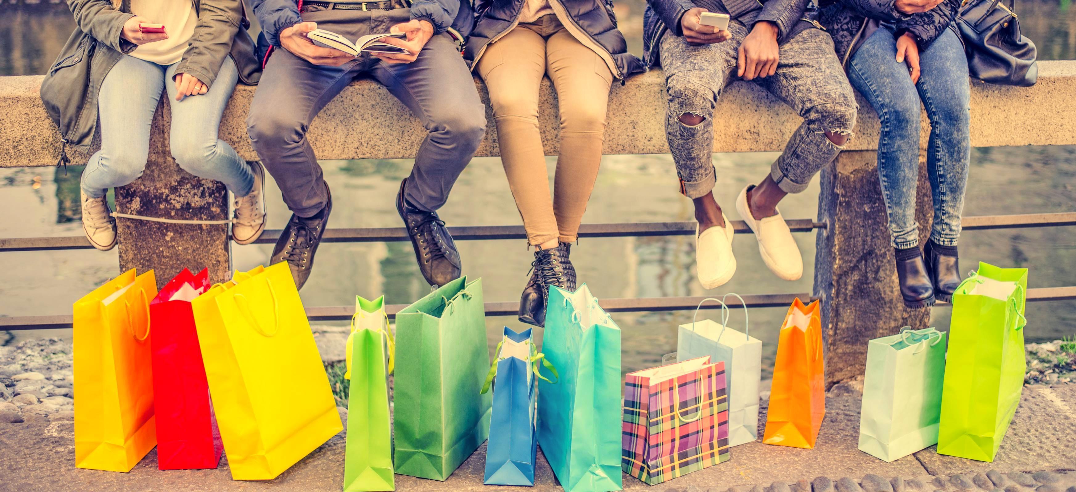 Am Black Freuday lohnt sich ein ausgiebiger Shopping-Bummel ganz besonders. In der Tradition des amerikanischen Black Fridays bieten viele Einzelhändler ihre Ware zu stark reduzierten Preisen an. Foto: oneinchpunch/stock.adobe.com
