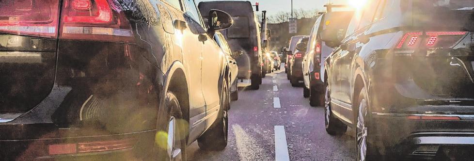 Besonders im dichten Verkehr mit mehreren Fahrspuren steigt bei vielen Menschen der Stresspegel. Foto: © Canetti/shutterstock.com