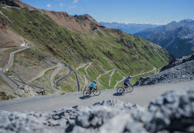 Die Stilfserjoch Passstraße mit ihren Serpentinen bietet Radlern traumhafte Ausblicke. Foto: IDM Südtirol/Harald Wiesthaler
