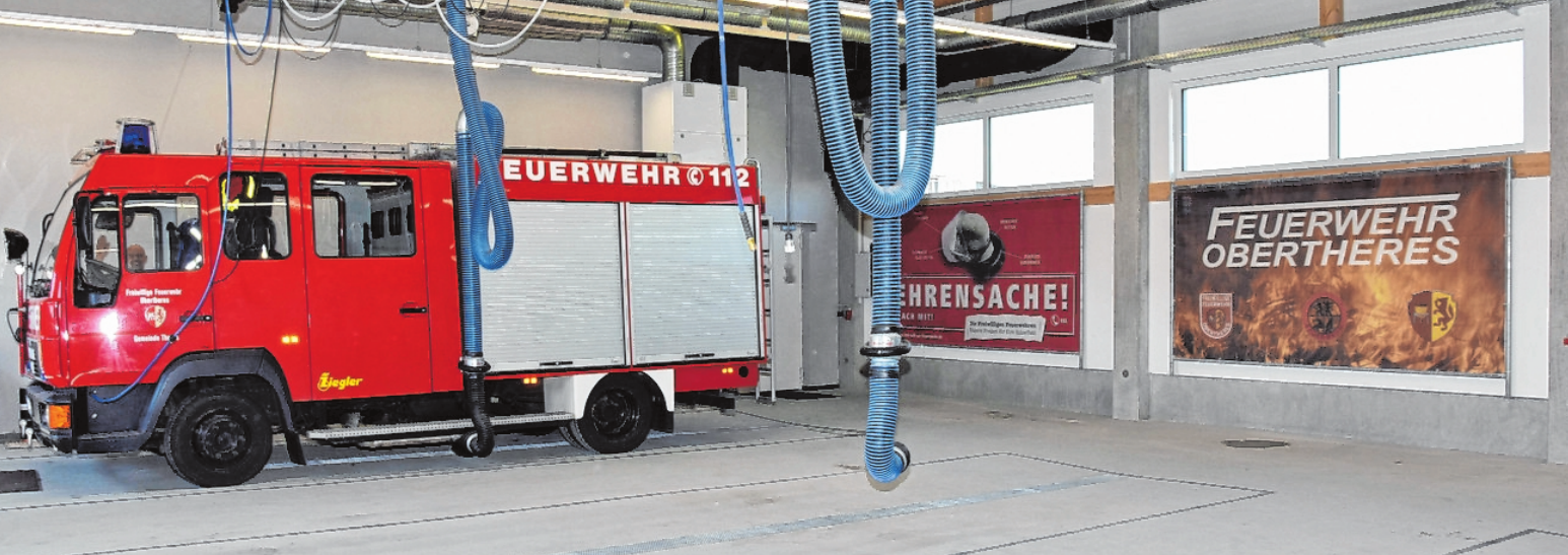 In der neuen Halle des Feuerwehrgerätehauses haben alle drei Einsatzfahrzeuge Platz. Im Bild das LF8/6. FOTO: ULRIKE LANGER