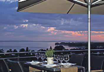 Die Terrasse des Restaurants punktet mit einer atemberaubenden Aussicht auf den Bodensee