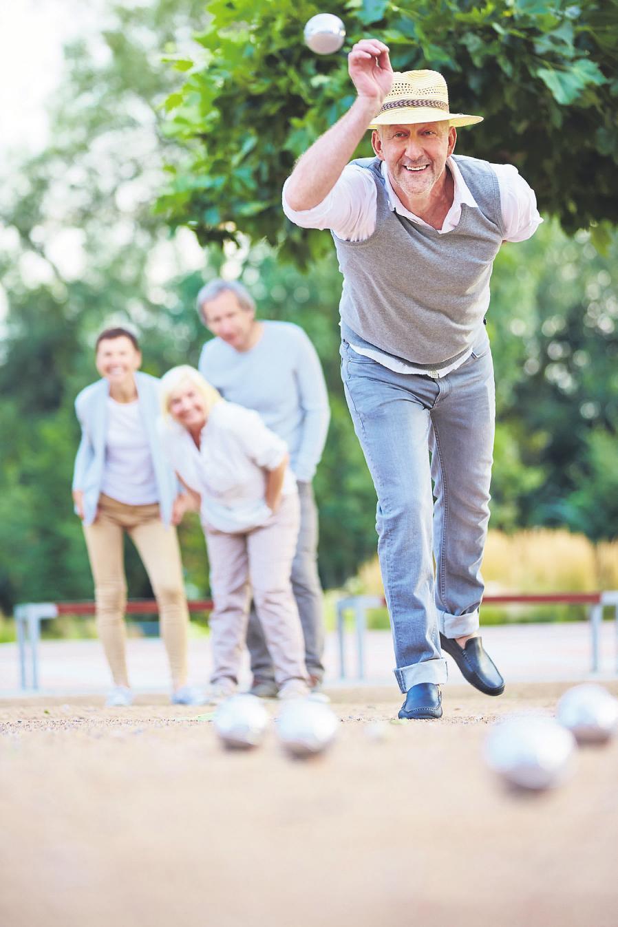 Gemeinsame Aktivität mit anderen Bewohnern ist einer der großen Vorteile, den das Leben in einer Seniorenresidenz mit sich bringt Bild: Robert Kneschke/stock.adobe.com