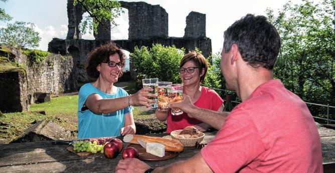 Die Burgruine Falkenstein ist nur eine von vielen Anziehungspunkten der Region. Foto: Pfalz.Touristik e.V. / Florian Trykowski