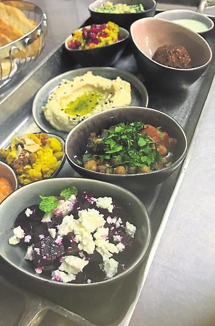 Die orientalische Küche ist Anna Gebhardts Leidenschaft. Gerne probiert sie sich mit Original-Gewürzen aus und ergänzt so die klassischen Gerichte um neue kulinarische Leckerbissen. Foto: Hirt-Gebhardt