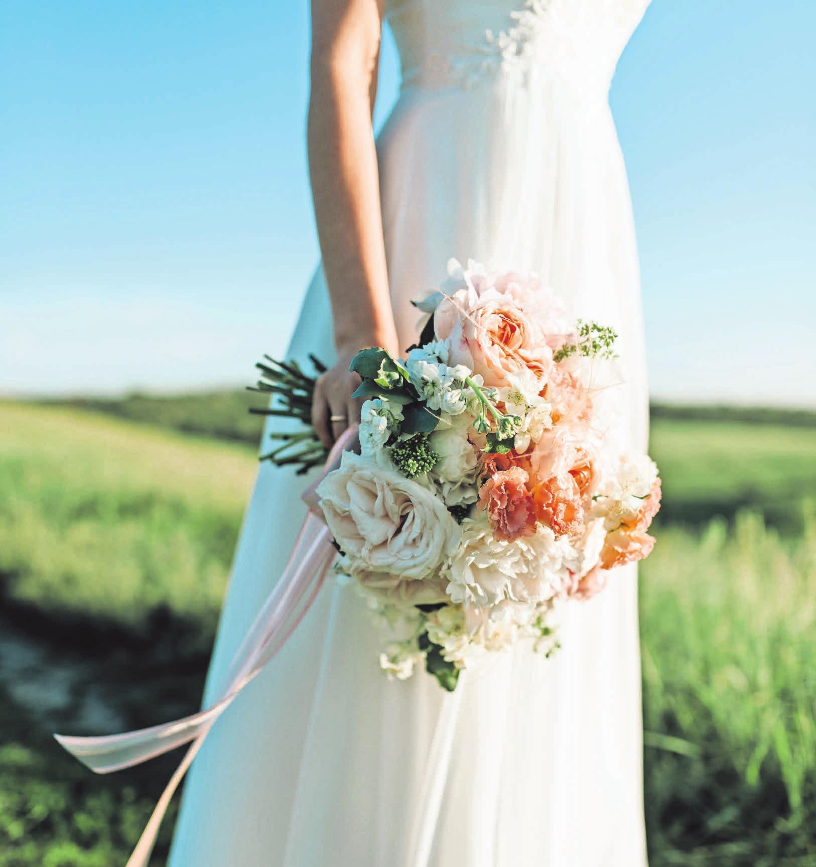 Für jede Braut gibt es das perfekte Kleid. Foto: Pexels, Dmitry Zvolskiy