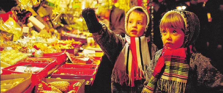 Wer Lichterglanz und Lebkuchen liebt, ist auf dem Weihnachtsmarkt richtig. FOTO: TOURISTIK AG ROMANTISCHE STRASSE