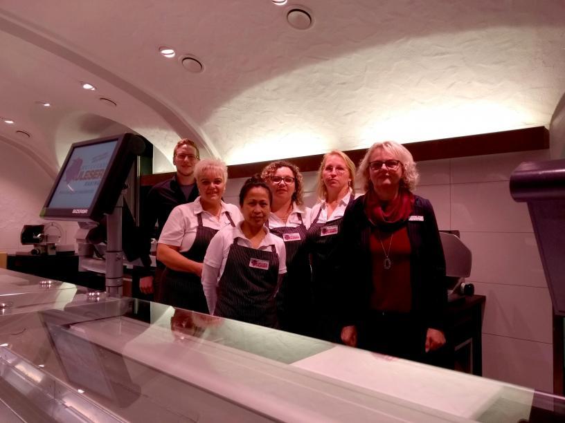 Freuen sich auf ihre Kunden: die Mitarbeiterinnen und Mitarbeiter der Metzgerei Pauleser in der Filiale in Kösching. Fotos: Lamprecht