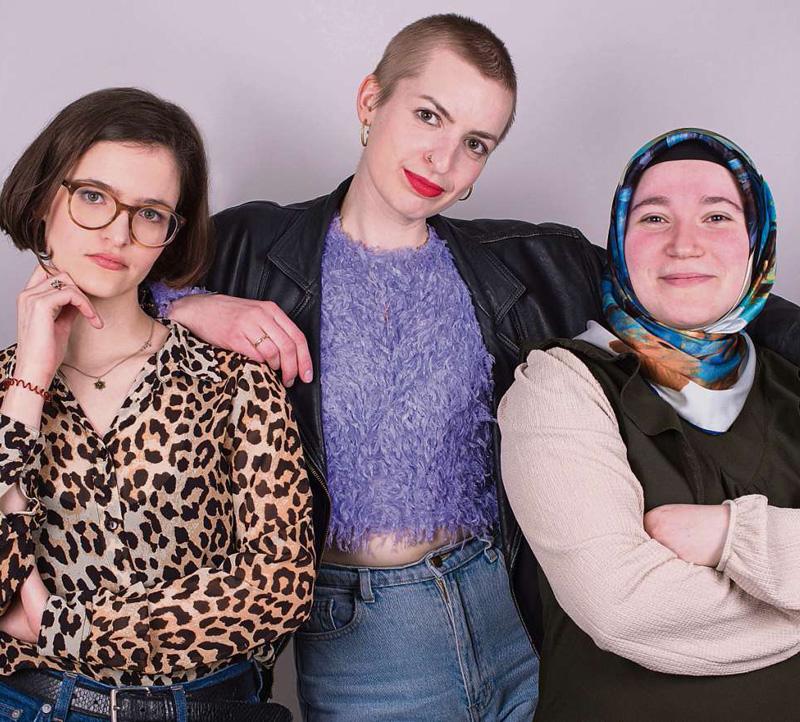 Tolles Team. Rebecca Rogowski, Maike Schöfer und Kübra Dalkilic (von links) machen einen Podcast fürs House of One. Über ihre Religionen wollen sie erzählen, aber auch über ihren Alltag und ihr Leben, als Jüdin, als Christin und als Muslimin.