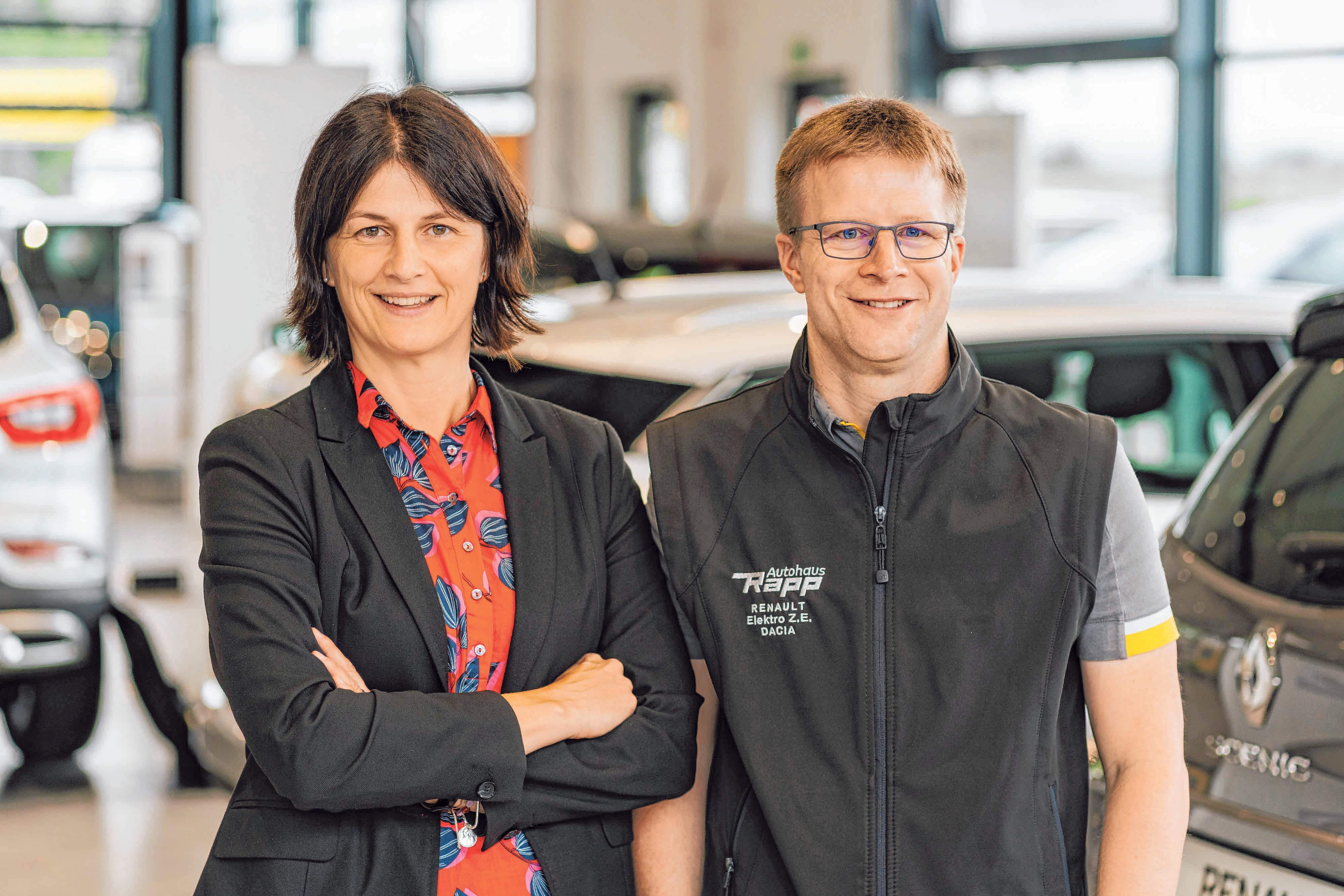Andrea Rapp-Kübler und Jörg Rapp führen die Geschäfte des Autohauses. FOTOS: PRIVAT