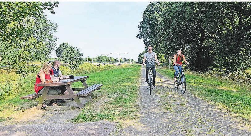 Radeln an der Deutschen Fehnroute in Uplengen. Foto: Gemeinde Uplengen
