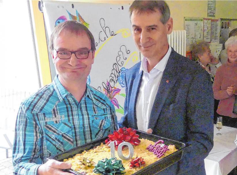 Auch Eisenhüttenstadts Bürgermeister Frank Balzer (rechts) gratulierte.