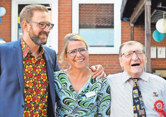 Thomas Renner (links) mit seiner Frau Anja Renner und dem kürzlich verstorbenen Firmengründer Klaus Renner anlässlich der Feier zum 50-jährigen Jubiläum.