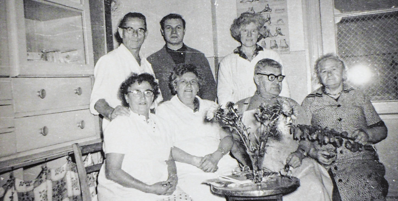 Blick in die Vergangenheit: 1966 entstand die Aufnahme mit Ernst Laußmann (hinten links), seiner Frau Hertha (vorne links) und Angestellten.