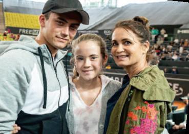 Schauspielerin Anja Kling mit Sohn Tano und Tochter Alea outete sich als begeisterte Hobbyspielerin.