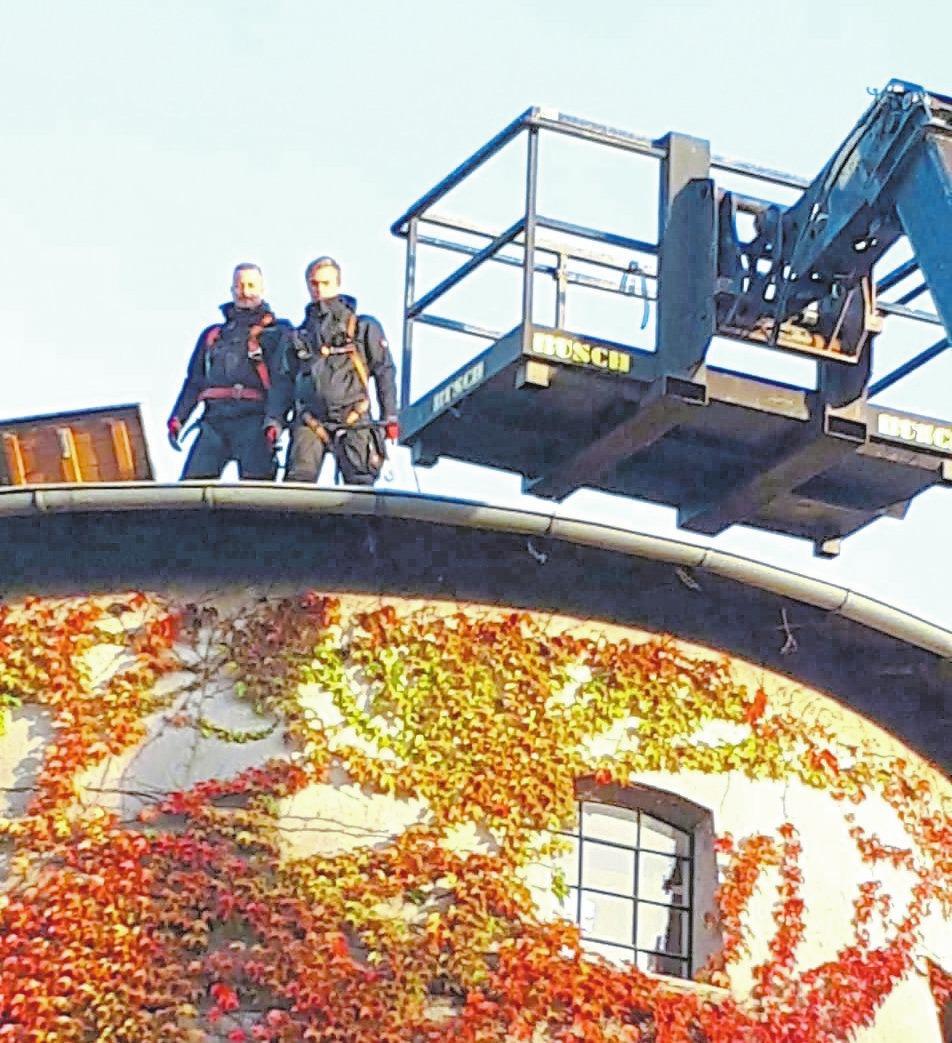 Erst vor wenigen Tagen reparierte die Krain-Mannschaft das Dach der Alten Mühle in Vorhelm.
