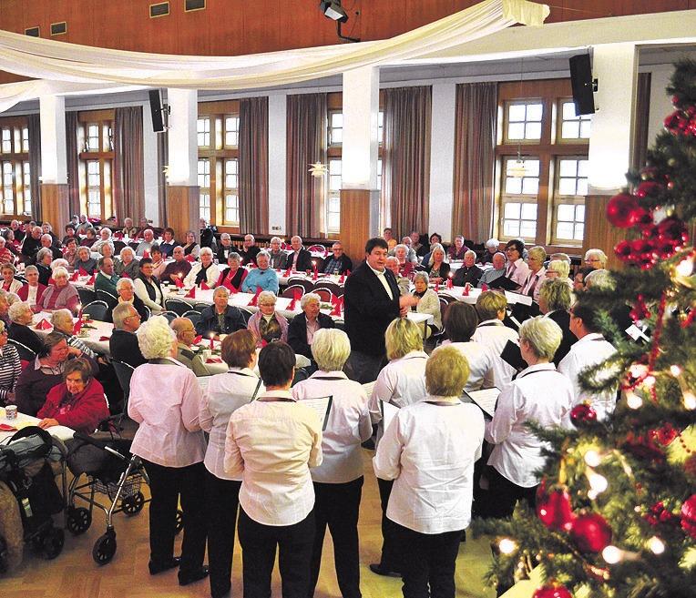 Hunderte Senioren werden wieder zur Weihnachtsfeier im Schützenhaus Vorsfelde erwartet. Auch Musik gehört zum Programm. Fotos (3): Archiv