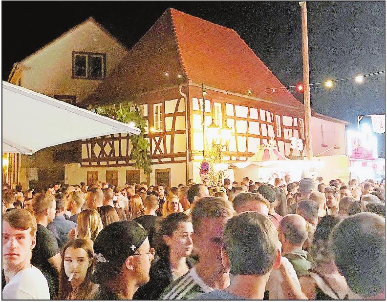 Lockt das Publium an: das Weinfest Asselheim.FOTO: SCHIFFERSTEIN