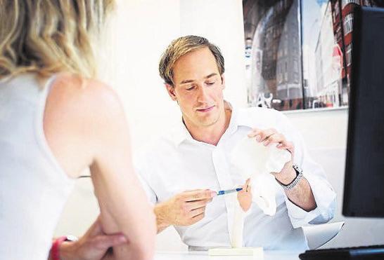 Dr. Christian Simperl, Hauptoperateur des EndoProthetikZentrums der Dr. Lubos Kliniken Bogenhausen